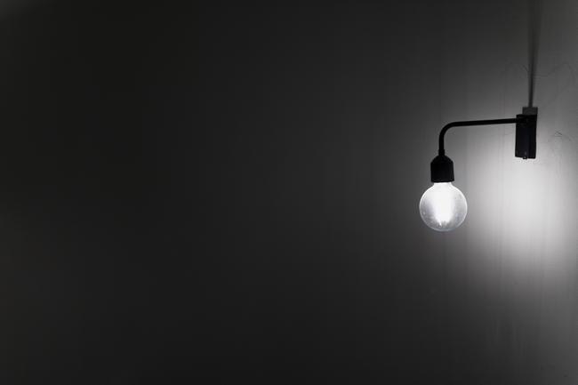 壁につく電球