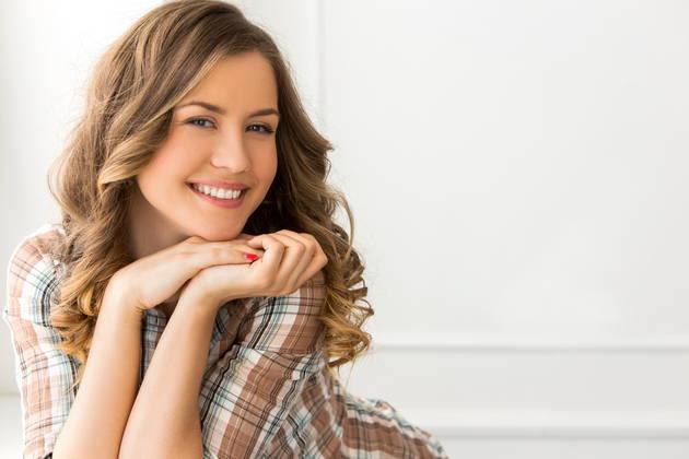 算命学の鑑定で微笑む女性